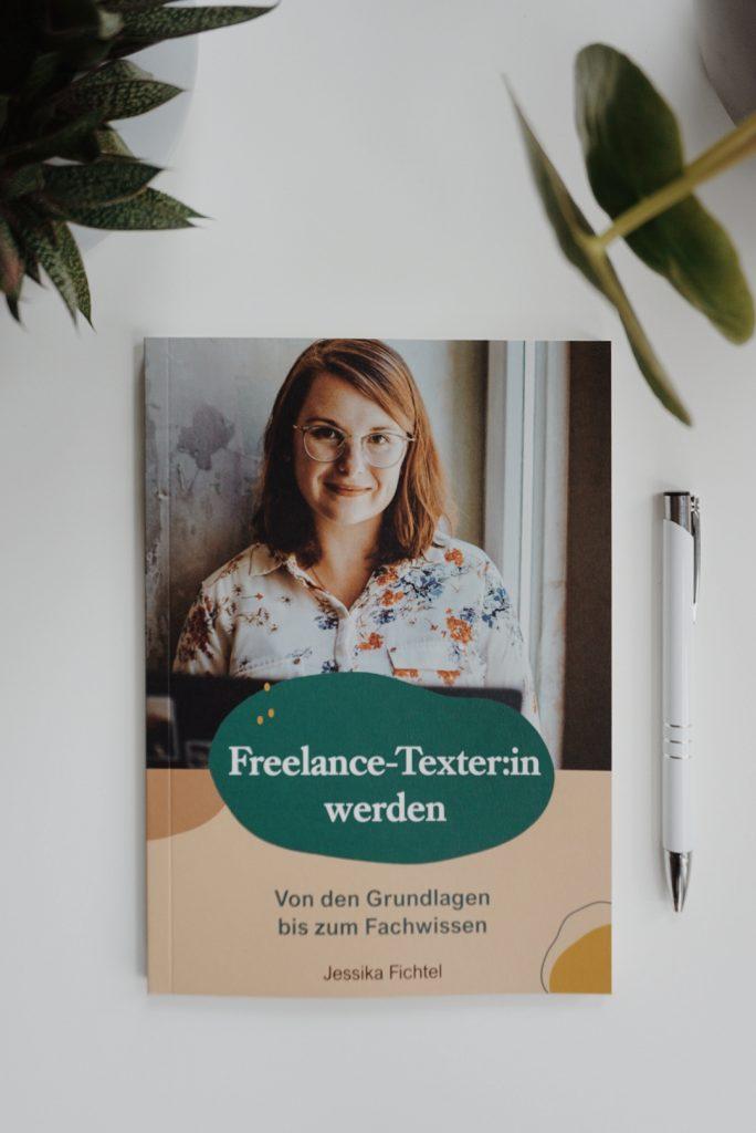 Buch Freelance-Texter:in werden - Von den Grundlagen bis zum Fachwissen